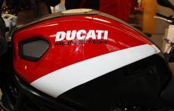 Aufkleber Ducati Monster z. B. auf Monster-Tank