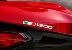 Aufkleber 1200R mit italienischer Flagge für Sitzbank