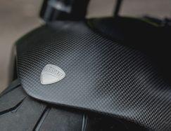 Aufkleber Ducati Logo auf Kotflügel vorne Ducati 1200 Diavel Titanium , BJ 2015